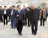 中共重庆市委副书记、市长黄奇帆到校视察