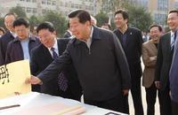 中共中央政治局常委、全国政协主席贾庆林对学生作品非常满意